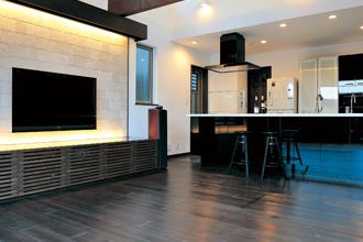 キッチンのスピーカーはダウンライトと同等サイズをセレクト